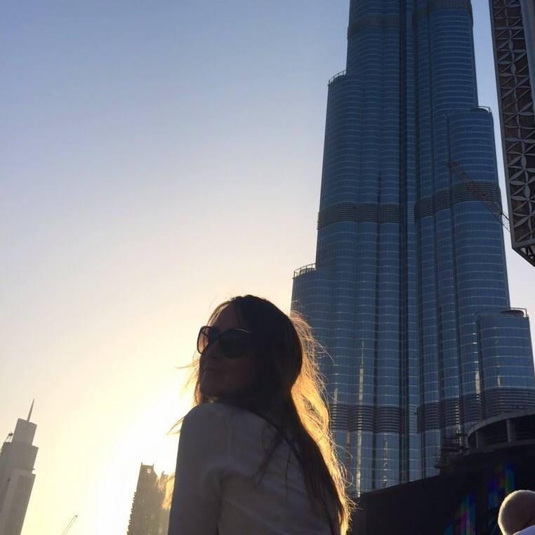 Ce înseamnă să fii însoțitoare de zbor? Livia Velnic în Dubai