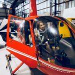 Ce înseamnă să fii însoțitoare de zbor? Livia într-un elicopter