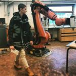 Viața în Danemarca, povestită de un olimpic pasionat de robotică. Matei Sarivan și un robot