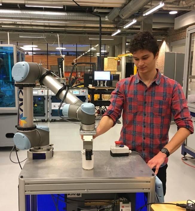 """Matei Sarivan, olimpic, pasionat de robotică, student în Danemarca: """"Cea mai mare diferență față de învățământul românesc este lipsa oricărui fel de frică"""""""